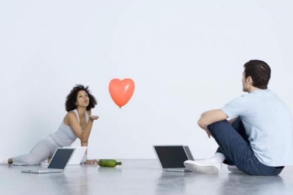 Как переписываться с мужчиной, чтобы разжечь в нем интерес